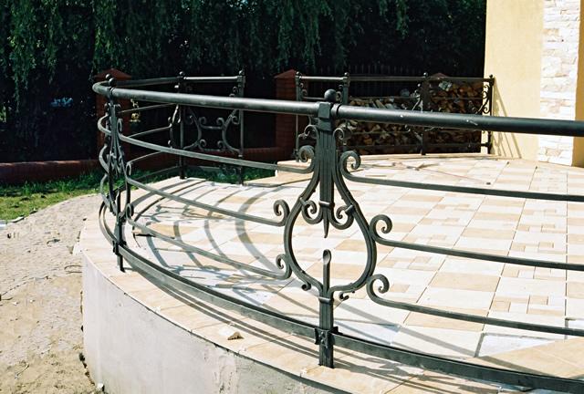 Внешние кованые перила для лестниц